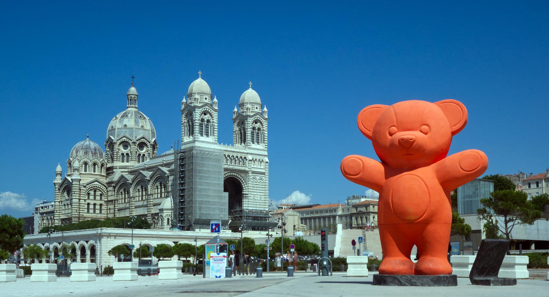 Jayet-bear-in-Marseille